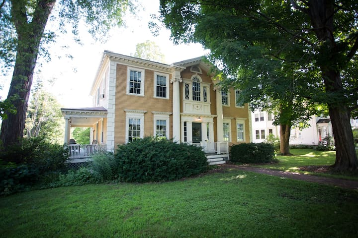 Ideal Williamstown Location Historic Dewey House