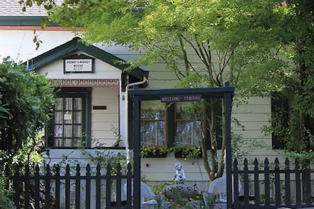 GlenMorey House Bed and Breakfast - Placerville - Bed & Breakfast