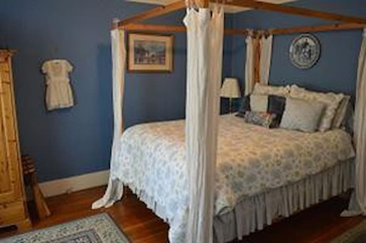 Private 5 room Bed and Breakfast for your group
