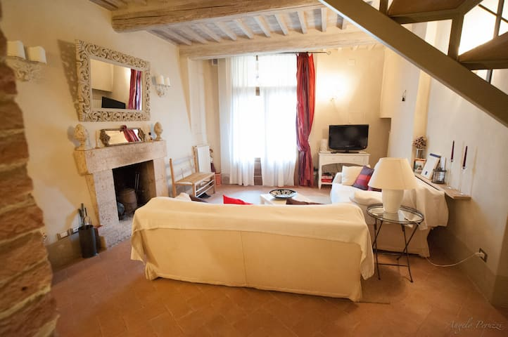 Gorgeous, Fully Renovated Town Home - Cetona - Leilighet
