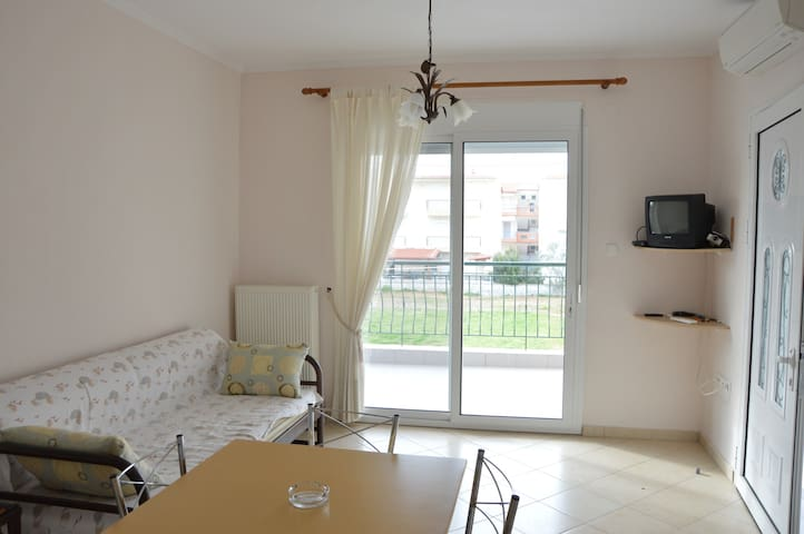Sunny beach apartment 250m from the sea! - Ofrinio - Leilighet