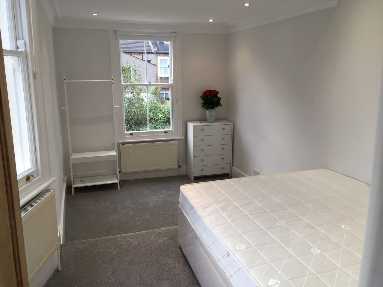 Furnished double room with king size bed