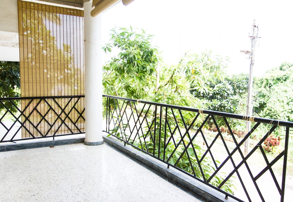 Apartment on upper ground floor with sea view balcony.