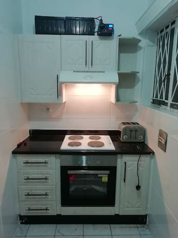 10 min walk to city centre. Close to all amenities