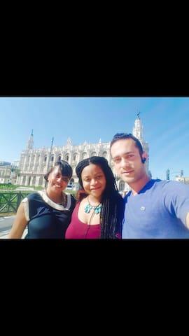"""City tour """"A lo Cubano"""" ,de Reynier con algunas de nuestras estimadas clientes :)"""