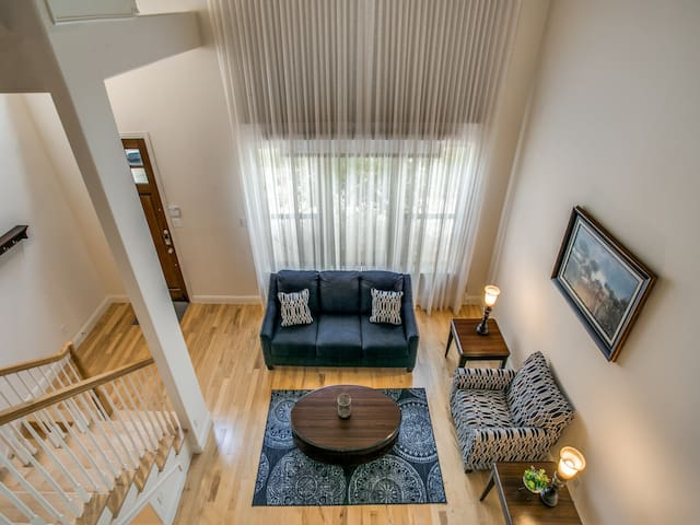 Luxury 3 bedroom Furnished Townhome! Shops@Legacy