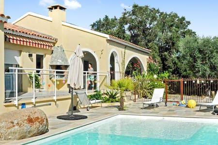 Villa mit zwei Wohnungen und Pool - Linguizzetta - Villa