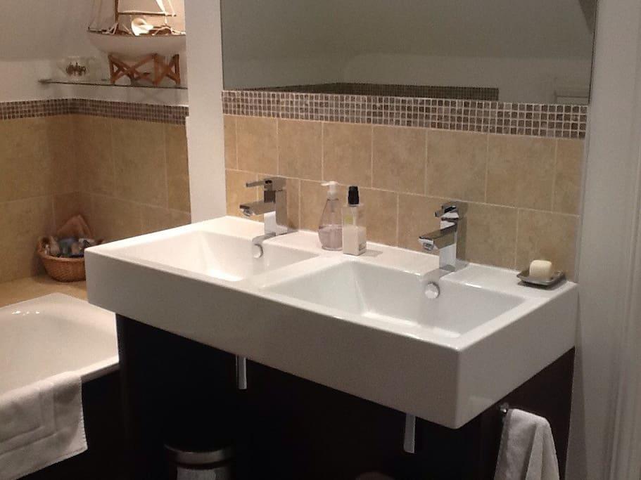 Double basin in ensuite bathroom.