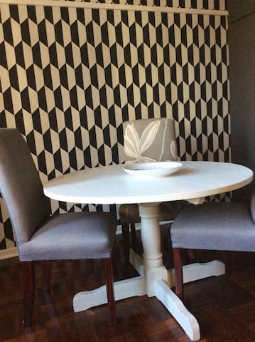 Dining Room: Dazzling wallpaper adds a new dimension
