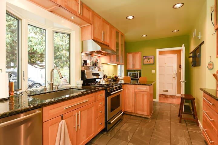 3 BR / 2 BA home, amazing Piedmont Ave location - Piedmont - Hus