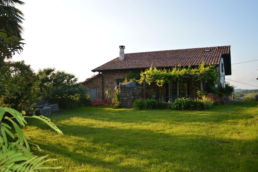 belle chambre en pleine nature maisons louer zugarramurdi pays basque espagne. Black Bedroom Furniture Sets. Home Design Ideas