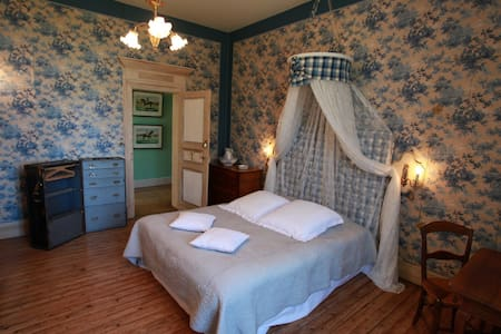 Blue room, romantic stay - Marssac-sur-Tarn - Bed & Breakfast