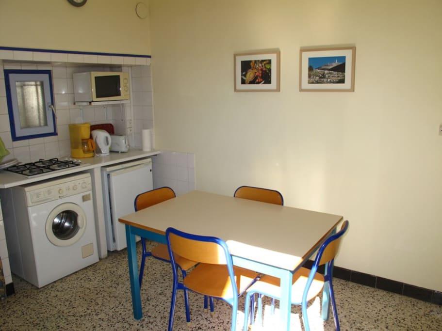 Appartement ind pendant dans un mas appartements louer - Cuisine premier st andiol ...