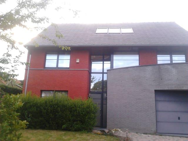 Belle maison moderne dans village - Waterloo - Rixensart- Genval - Huis