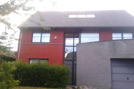 Belle maison moderne dans village - Waterloo - Rixensart- Genval