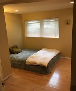 Cozy room minutes from Rutgers University - Maison
