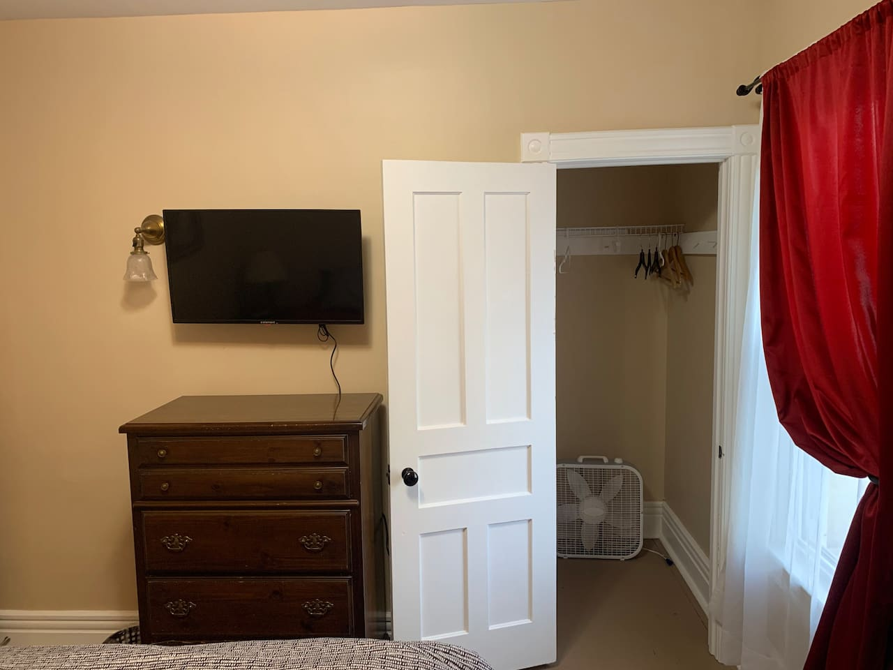 Other view of red room with TV and Closet.