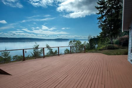 Gorgeous Waterfront Views & Very Private Retreat - Brinnon
