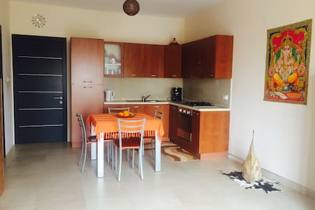 Double Room- 5 min walk from sea - Marsaskala