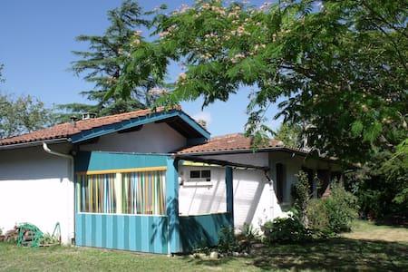 Maisonnette Albizia sur grand jardin - Saubrigues