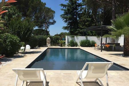 Villa contemporaine avec piscine - Nîmes