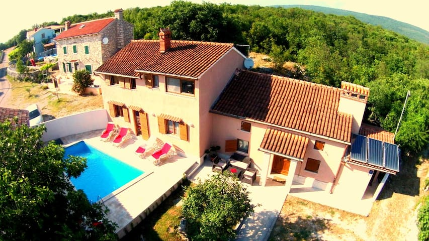 Villa Palazzina Burjaki - 4 BR, 5 BA, Pool&Sauna - Trgetari - Ev
