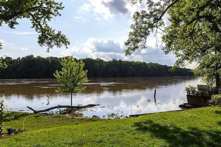 Riverfront Cabin Retreat!