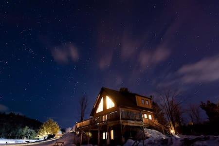 Luxurious Quebec Chalet - 韋克菲爾德(Wakefield)
