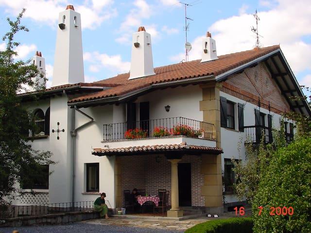 Bilbao-Guggenheim Villa fantástica - Arene - House
