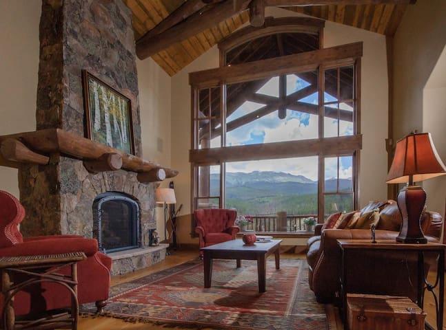 5B Home Amazing  Views and Hot Tub! CPV