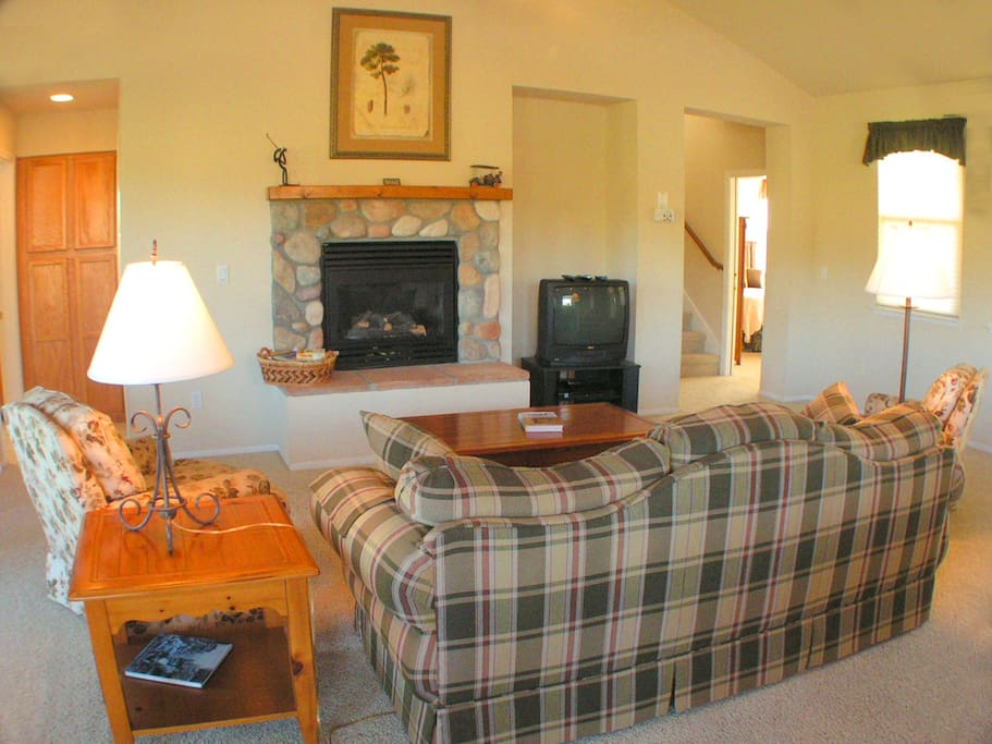 Spacious two bedroom cottages houses for rent in angels for Cottages of camp creek
