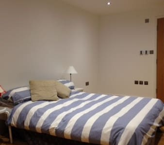 modern self contained room and shower room - Oxford