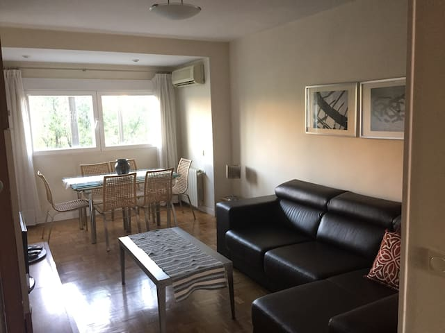 3 bedrooms, A/C, great connection airport & center - Madryd