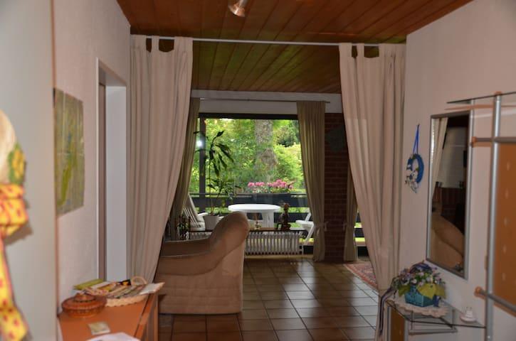 Eingang Flur Blick zum Wohnzimmer