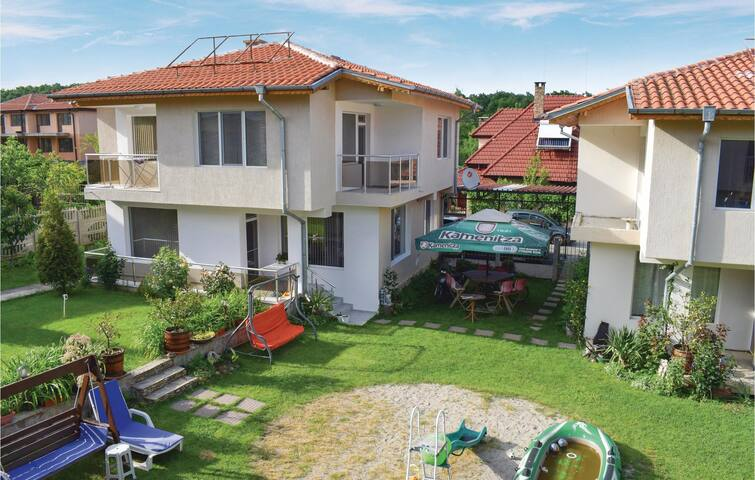 Holiday cottage with 4 bedrooms on 150m² in Village Velika