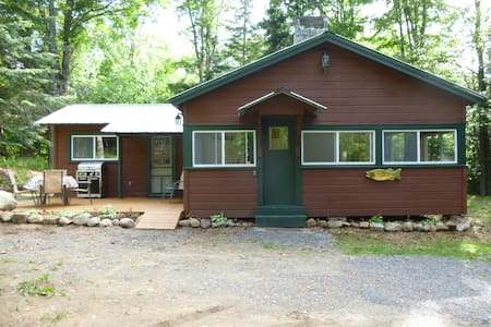 Georges Camp Wooded Retreat - Long Lake - Cabaña
