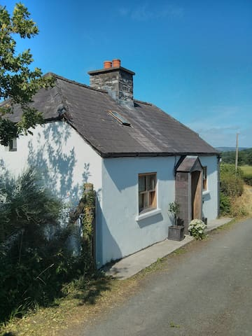 Secluded 17th Century  Lodge  near Myddfai - Carmarthenshire - Dům