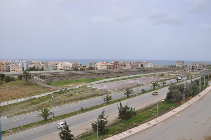 3-bed flat with sea view/ F3 vue sur mer au centre
