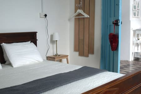 Room in a traditional guesthouse in city centre #2 - Nicosia - Huis