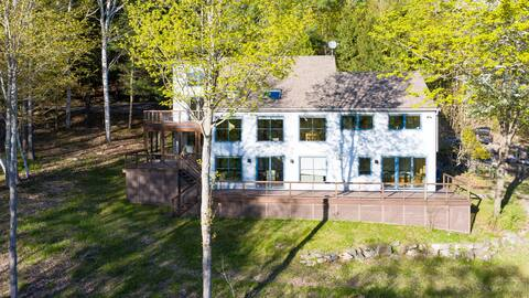 Private Home Overlooking Stevens Lake