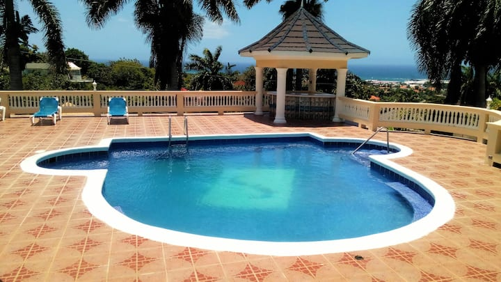 Large 1 Bedroom with Swimming Pool