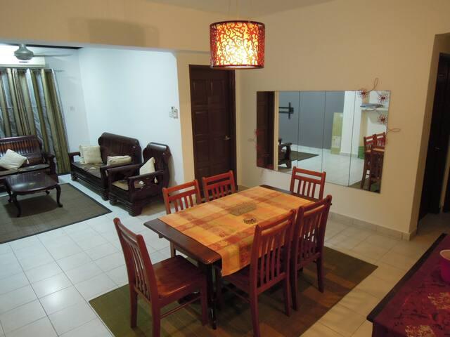 MuNiZa Homestay - Kajang - Lägenhet