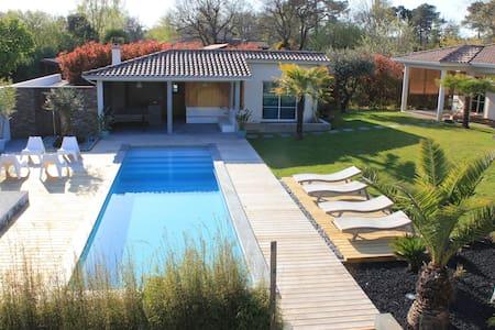 villa de charme avec piscine - Cestas - วิลล่า