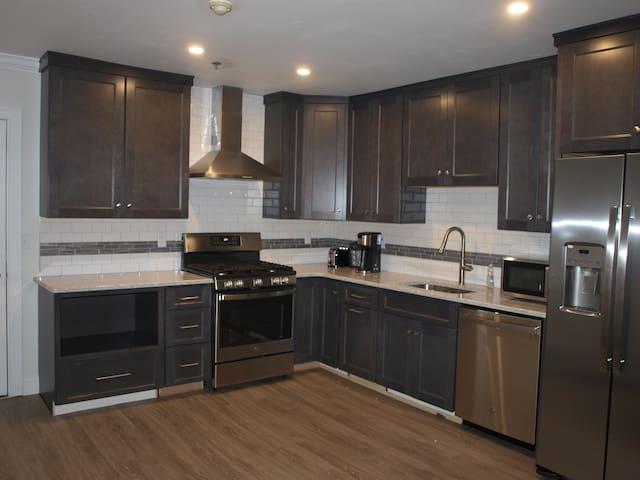 Newly Renovated Apartment in Hyannis Center!