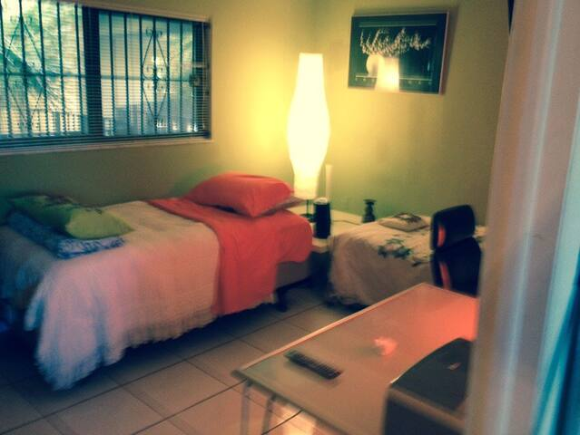 YOUR ROOM IN MIAMI - Fountainebleau - Apartment