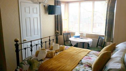 Modern en-suite room .
