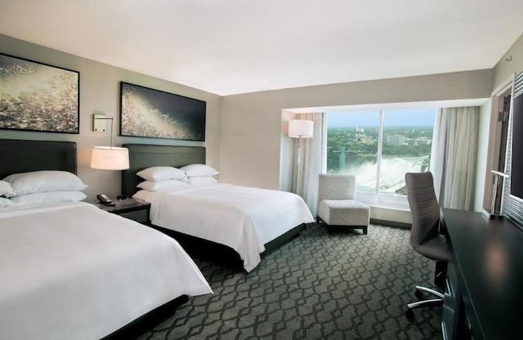 Fantastic Room With Views At Chutes Du Niagara
