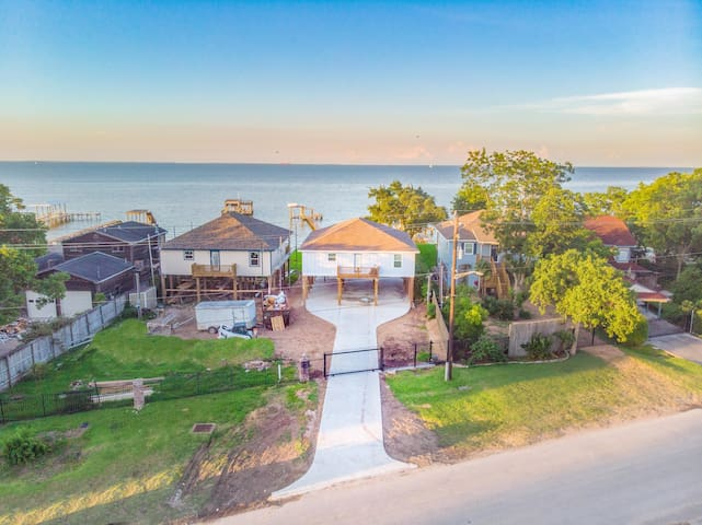 Bacliff Waterfront Bungalow Brand new, w/ Pier