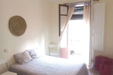 LOW COST ROOM WITH BALCONY AND WIFI