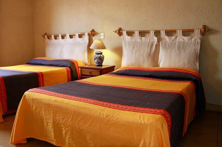 Casona Colonial  centro histórico - Morelia - Bed & Breakfast